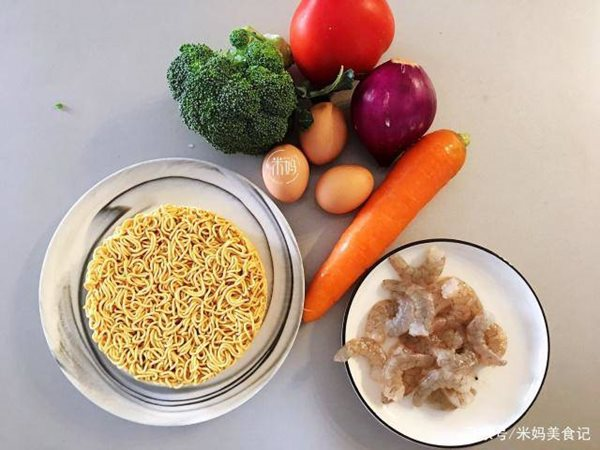 Về muộn không kịp nấu cơm, bạn làm nhanh món này cho cả nhà ăn vẫn đủ chất lại ngon miệng - Ảnh 1