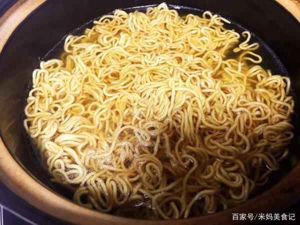 Về muộn không kịp nấu cơm, bạn làm nhanh món này cho cả nhà ăn vẫn đủ chất lại ngon miệng - Ảnh 4