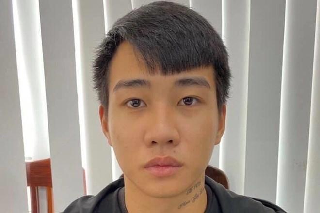 Đối tượng 18 tuổi bị truy nã về tội giết người ra đầu thú  - Ảnh 1