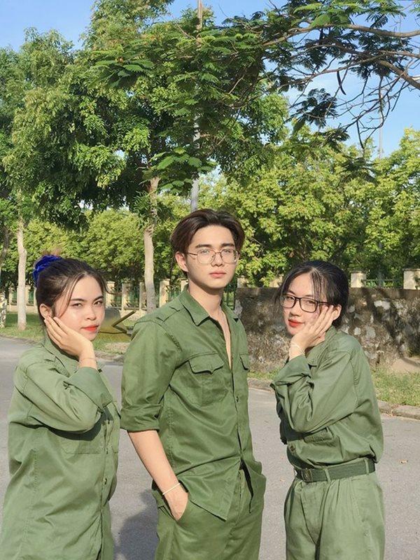 Vẻ đẹp cực phẩm của các sinh viên trong kỳ học quân sự - Ảnh 13