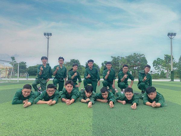 Vẻ đẹp cực phẩm của các sinh viên trong kỳ học quân sự - Ảnh 19