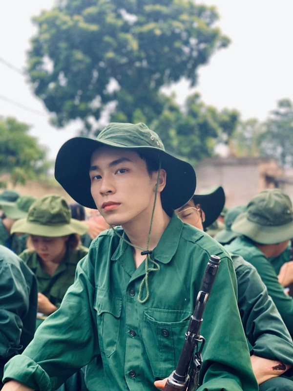Vẻ đẹp cực phẩm của các sinh viên trong kỳ học quân sự - Ảnh 5