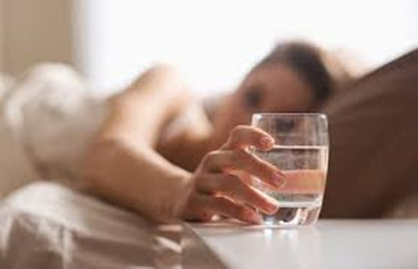 Uống nước lúc nào để được sống thọ, trẻ lâu? - Ảnh 1
