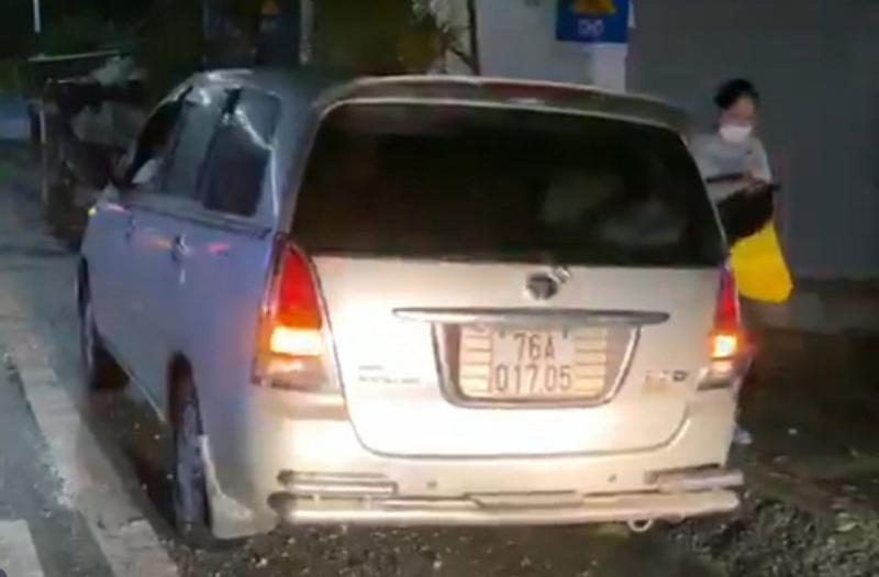 Quảng Ngãi: Xử lý tài xế ô tô chở người từ vùng dịch về trốn cách ly - Ảnh 1