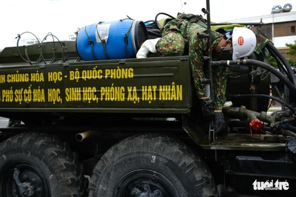 Cận cảnh xe đặc chủng phun thuốc khử khuẩn toàn quận Sơn Trà - Ảnh 1