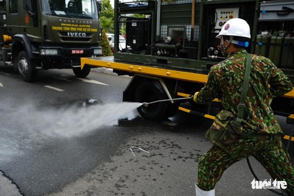 Cận cảnh xe đặc chủng phun thuốc khử khuẩn toàn quận Sơn Trà - Ảnh 2