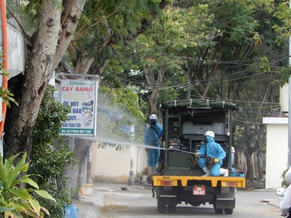 Cận cảnh xe đặc chủng phun thuốc khử khuẩn toàn quận Sơn Trà - Ảnh 5