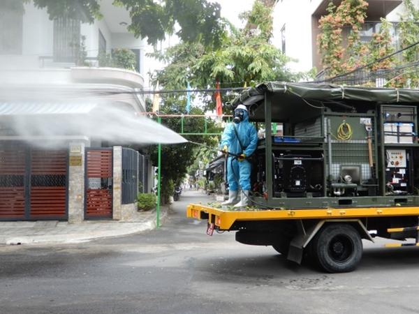 Cận cảnh xe đặc chủng phun thuốc khử khuẩn toàn quận Sơn Trà - Ảnh 6