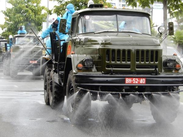 Cận cảnh xe đặc chủng phun thuốc khử khuẩn toàn quận Sơn Trà - Ảnh 7