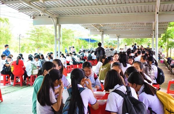 Cần Thơ: Tổ chức ăn ở miễn phí cho thí sinh vùng sâu đi thi - Ảnh 1