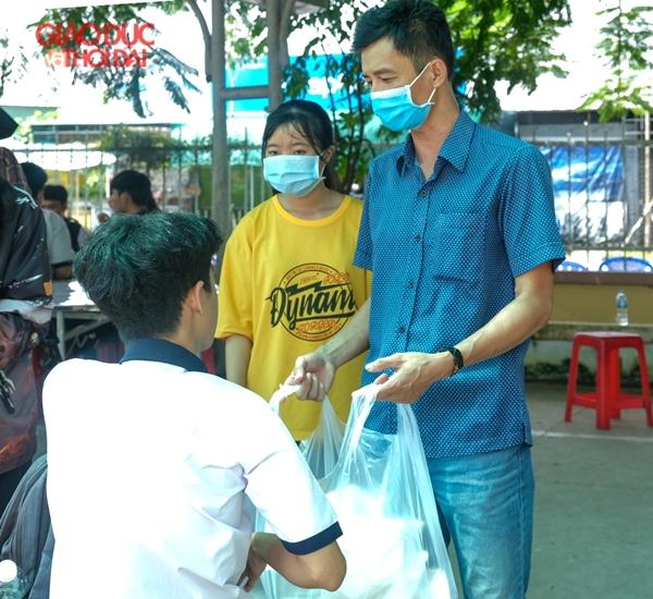 Cần Thơ: Tổ chức ăn ở miễn phí cho thí sinh vùng sâu đi thi - Ảnh 4