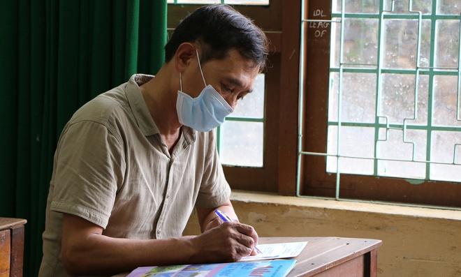 Đắk Nông: Chủ tịch Hội Cựu chiến binh 53 tuổi đi thi tốt nghiệp THPT - Ảnh 1