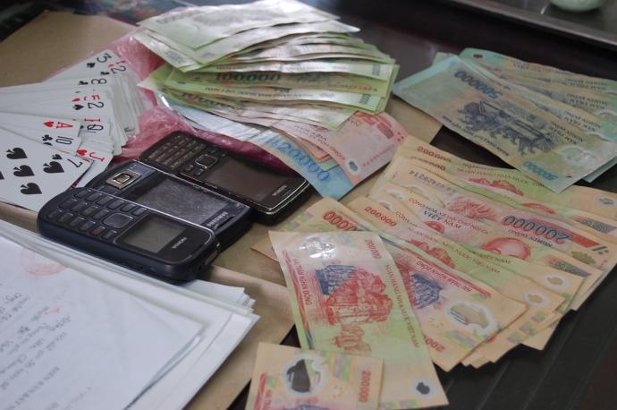 Nguyên đội trưởng CSGT đánh bạc bị phạt 1,5 triệu đồng - Ảnh 1