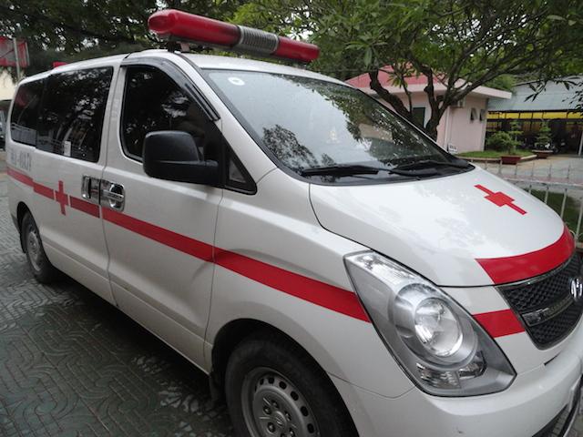 Chở thuốc lá lậu bằng xe cứu thương bị phạt gần 700 triệu đồng - Ảnh 2