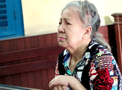 Bà cụ 73 tuổi vận chuyển 2,8kg ma túy thoát án tử - Ảnh 1