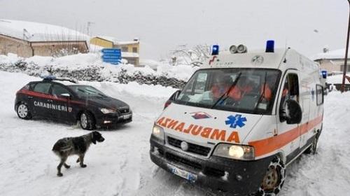 Italy: Lở tuyết kinh hoàng chôn vùi 30 người - Ảnh 1