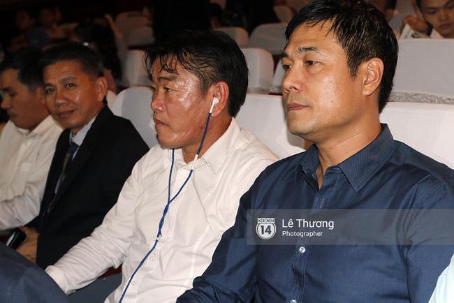 HLV Hữu Thắng, Hoàng Anh Tuấn đến Gala trao giải QBV VN 2016 để làm gì? - Ảnh 1