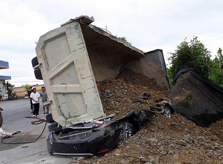 Nguyên nhân ban đầu vụ xe tải đè xe con khiến tài xế tử vong tại Nam Định - Ảnh 1
