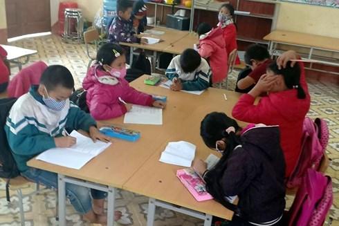 Bắc Kạn: Cám cảnh mang khẩu trang trong lớp, học sinh đồng loạt nghỉ học - Ảnh 2