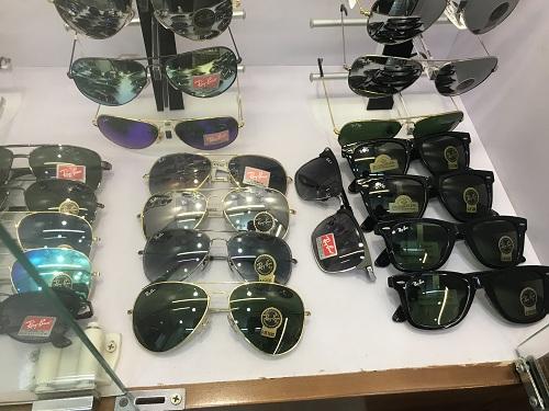 """Rầm rộ thị trường kính mắt """"vàng thau lẫn lộn"""", hàng fake chiếm 80%? - Ảnh 4"""