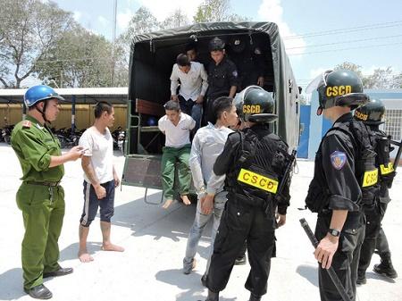 Vụ học viên đại náo trại cai nghiện: Khởi tố, bắt tạm giam đối tượng kích động - Ảnh 1
