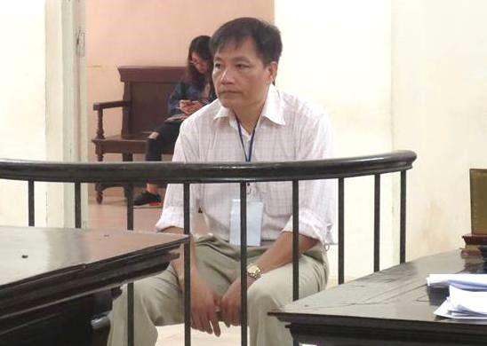 Người đàn ông đi tù vì cướp tiền, khống chế cựu kiểm sát viên - Ảnh 1