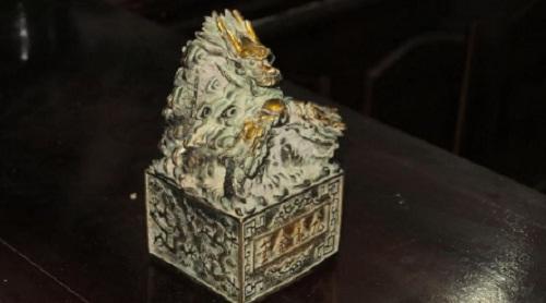 Vật thể lạ nghi ấn tín cổ được bàn giao cho Bảo tàng Nghệ An - Ảnh 2