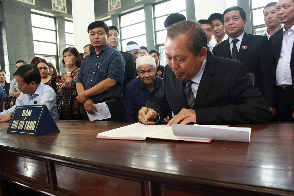 Phó Thủ tướng đến viếng cụ Hoàng Thị Minh Hồ - người hiến 5.000 lượng vàng cho cách mạng - Ảnh 2