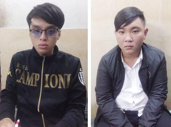 Hai thanh niên mang dao, súng phòng thân vì thường đi đòi nợ - Ảnh 1