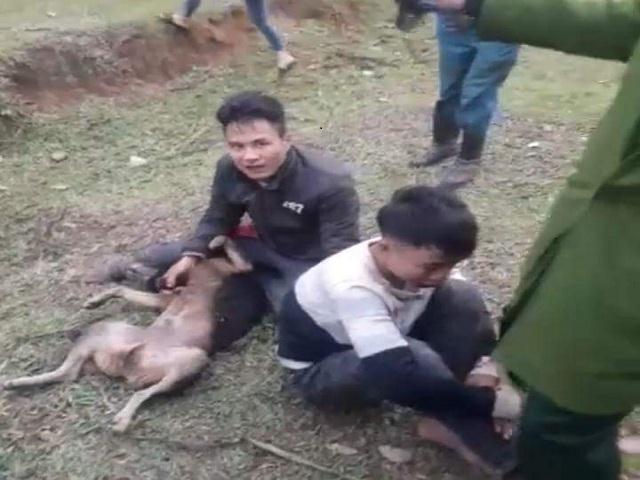 """Trộm chó, 2 """"cẩu tặc"""" bị người dân đánh trọng thương - Ảnh 1"""