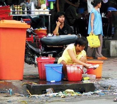 Phạt xả rác, tiểu bậy: Mức phạt tăng gấp nhiều lần liệu có hợp lý? - Ảnh 1