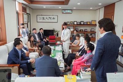Lý Hải làm đồng đạo diễn trong phim hợp tác Việt Nam - Hàn Quốc - Ảnh 1