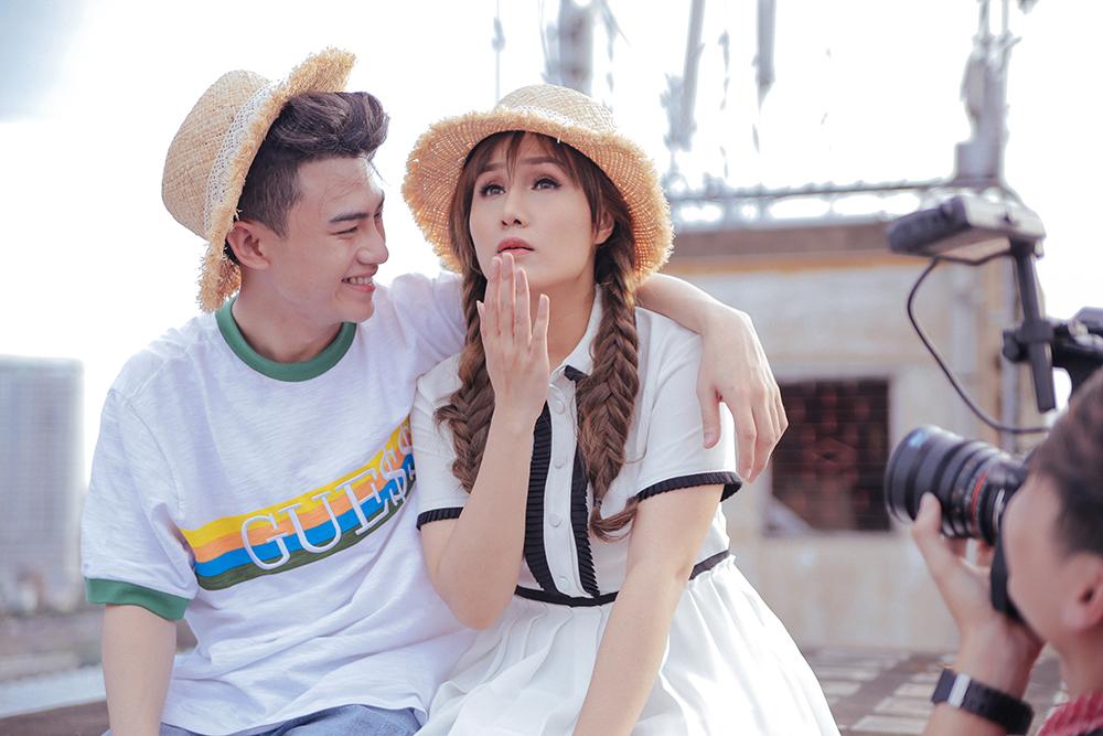 Như Thùy tiết lộ ảnh hậu trường tình tứ cùng hotboy trong MV mới - Ảnh 3