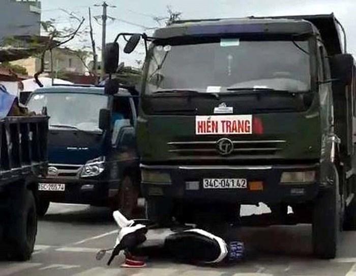 Công an Hải Phòng lên tiếng vụ tài xế xe tải đâm nát xe CSGT - Ảnh 1