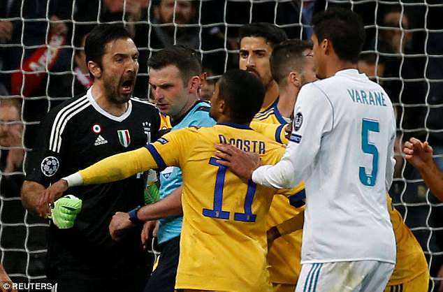 Lộ danh tính kẻ đánh lén trọng tài khiến Buffon phải nhận thẻ đỏ oan - Ảnh 1