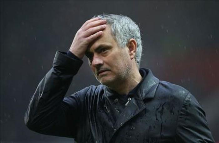 Gary Neville dự đoán Mourinho sẽ thanh lý 4 trụ cột hè này   - Ảnh 1