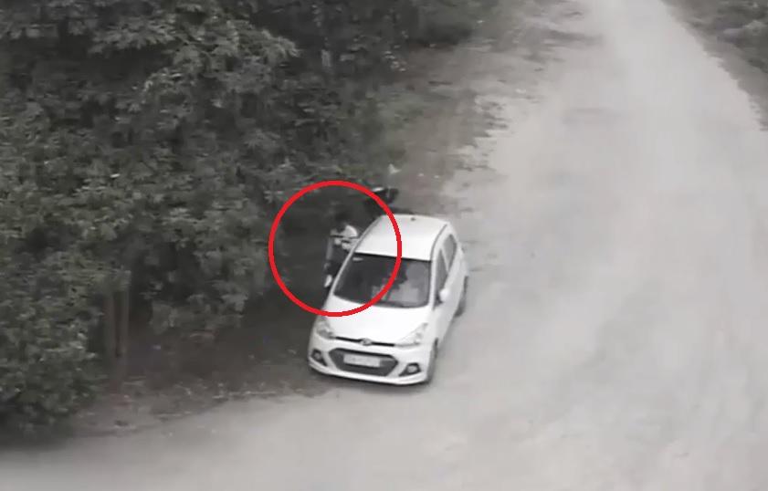 Clip: Táo tợn đập kính ô tô trộm tài sản ngay giữa ban ngày - Ảnh 1