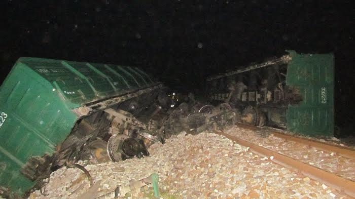 Lật tàu tại Huế, đường sắt Bắc-Nam tê liệt nhiều giờ - Ảnh 1