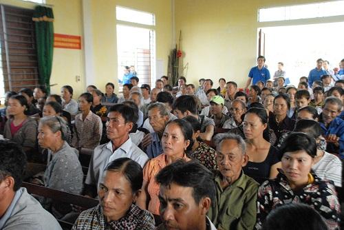 Vinamilk trực tiếp đi cứu trợ người dân vùng lũ Hà Tĩnh, Quảng Bình - Ảnh 2