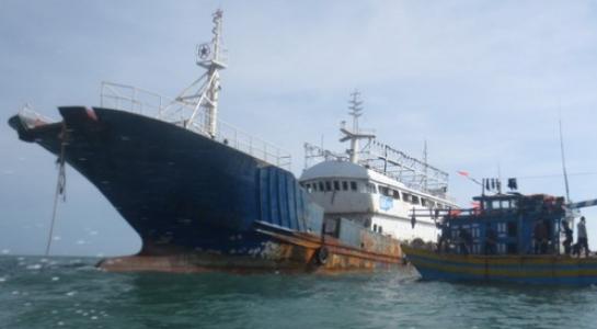 Phát hiện tàu không bóng người trôi dạt trên biển Bình Thuận - Ảnh 1