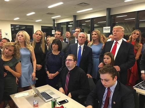 Donald Trump đắc cử Tổng thống Mỹ - Ảnh 10