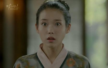 """Người tình ánh trăng tập 15: Lee Jun Ki trở thành """"chó săn"""", bị ép giết em trai - Ảnh 5"""