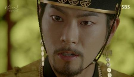 """Người tình ánh trăng tập 15: Lee Jun Ki trở thành """"chó săn"""", bị ép giết em trai - Ảnh 8"""