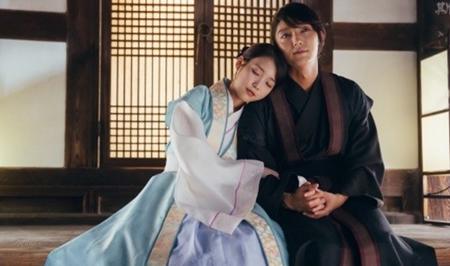 Người tình ánh trăng tập 16: Hé lộ cảnh siêu thân mật của Lee Jun Ki và IU - Ảnh 5