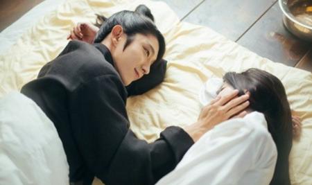 Người tình ánh trăng tập 16: Hé lộ cảnh siêu thân mật của Lee Jun Ki và IU - Ảnh 6