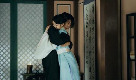 Người tình ánh trăng tập 16: Hé lộ cảnh siêu thân mật của Lee Jun Ki và IU - Ảnh 8