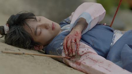 Người tình ánh trăng tập 16: Hé lộ cảnh siêu thân mật của Lee Jun Ki và IU - Ảnh 4