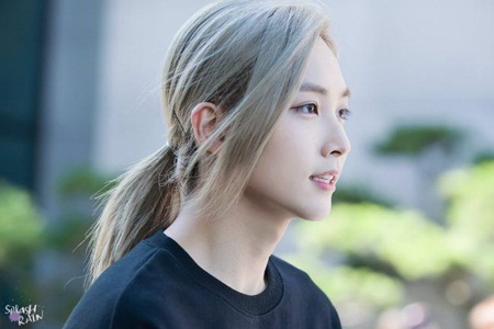 Choáng ngợp với vẻ ngoài như bước ra từ truyện tranh của idol Kpop - Ảnh 7