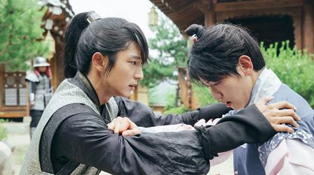 Người tình ánh trăng tập 16: Lee Jun Ki tự tay giết em trai, chia tay IU - Ảnh 6