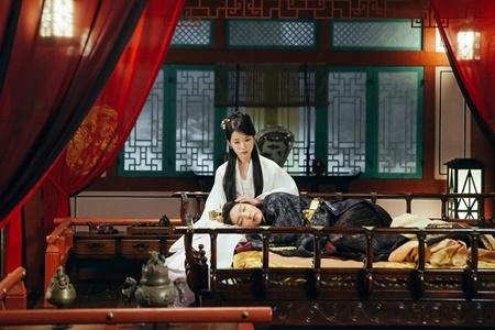 Người tình ánh trăng tập 17: Lee Jun Ki lên làm vua, ngủ thiếp trong lòng IU - Ảnh 5